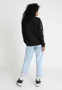 Nike Sportswear - CREW LOGO TAPE - Sweatshirts - black - 2
