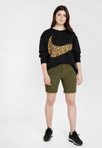 Nike Sportswear - CREW PLUS - Sweatshirt - black - 1