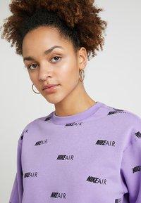 Nike Sportswear - NSW AIR CREW - Mikina - space purple/white - 3
