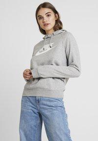 Nike Sportswear - HOODIE - Jersey con capucha - dark grey heather/white - 0