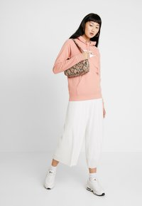 Nike Sportswear - HOODIE - Luvtröja - pink quartz/white - 1