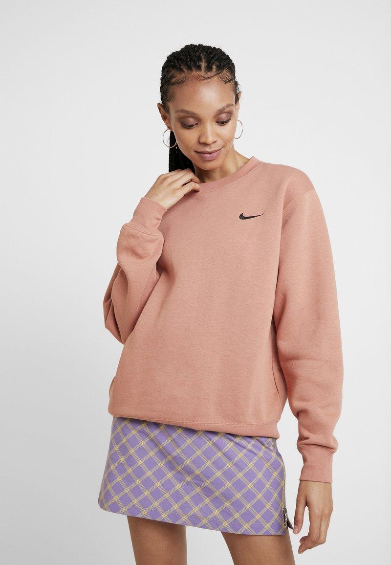Nike Sportswear - CREW TREND - Sweatshirt - terra blush/black