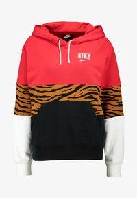 Nike Sportswear - HOODIE - Hoodie - black/university red - 3