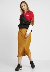 Nike Sportswear - HOODIE - Hoodie - black/university red - 1