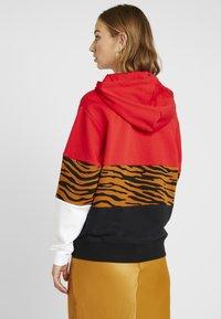 Nike Sportswear - HOODIE - Hoodie - black/university red - 2