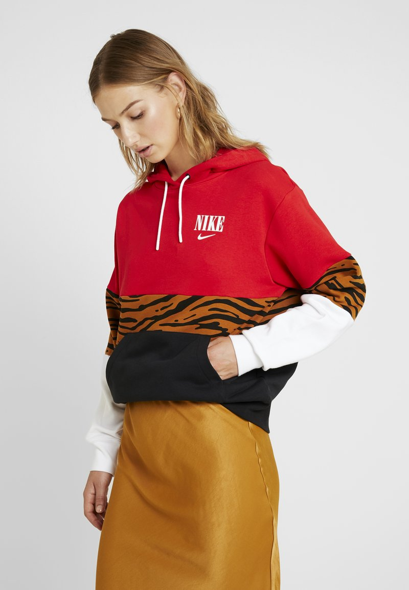 Nike Sportswear - HOODIE - Hoodie - black/university red