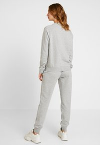 Nike Sportswear - CREW - Bluza - grey heather/white - 2