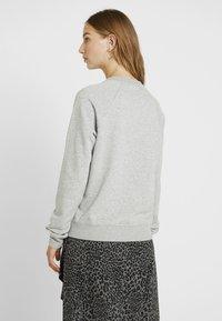 Nike Sportswear - W NSW ESSNTL CREW FLC - Sweatshirt - grey heather/white - 2