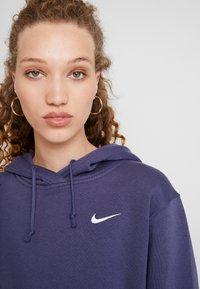 Nike Sportswear - W NSW HOODIE FLC TREND - Bluza z kapturem - sanded purple/white - 4