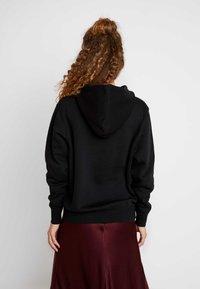 Nike Sportswear - W NSW HOODIE FLC TREND - Felpa con cappuccio - black/white - 2