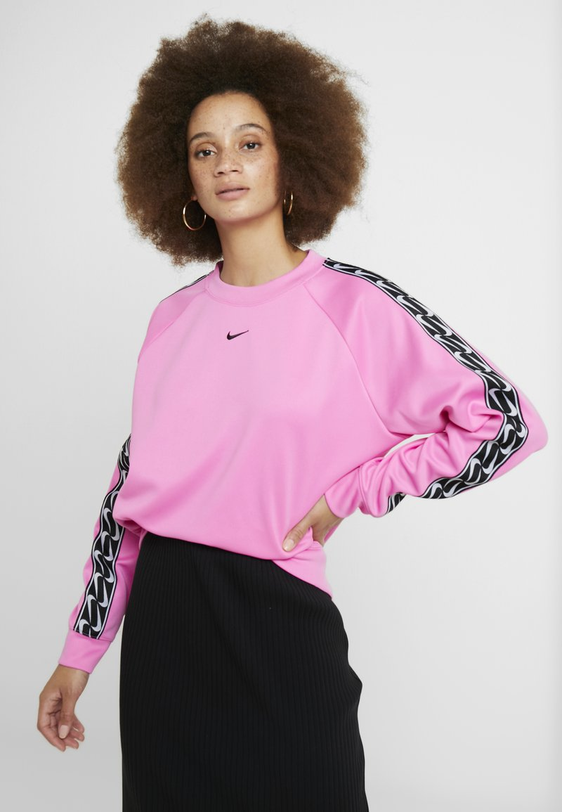 Nike Sportswear - CREW LOGO TAPE - Sweatshirt - china rose/black