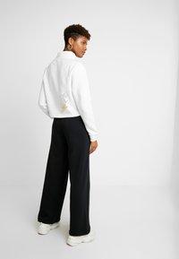 Nike Sportswear - FUNNEL ZIP SHINE - Sweatshirt - white/metallic gold - 2
