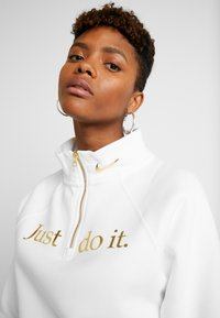 Nike Sportswear - FUNNEL ZIP SHINE - Sweatshirt - white/metallic gold - 3