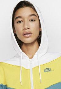 Nike Sportswear - Hoodie - chrome yellow - 3