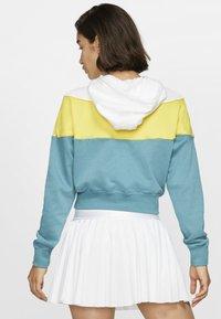 Nike Sportswear - Hoodie - chrome yellow - 2