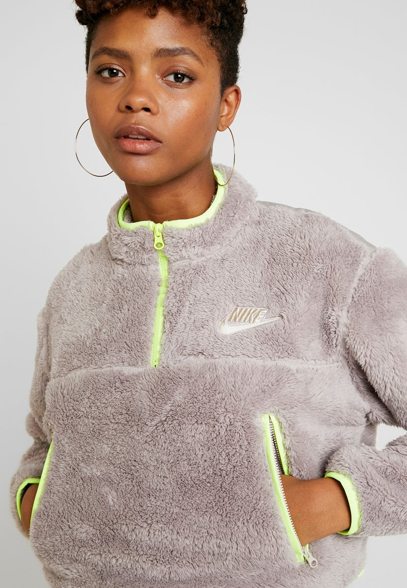 Nike Sportswear - CROP - Mikina - pumice/volt/desert sand
