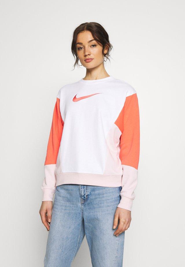 Sweatshirt - white/magic ember/barely rose
