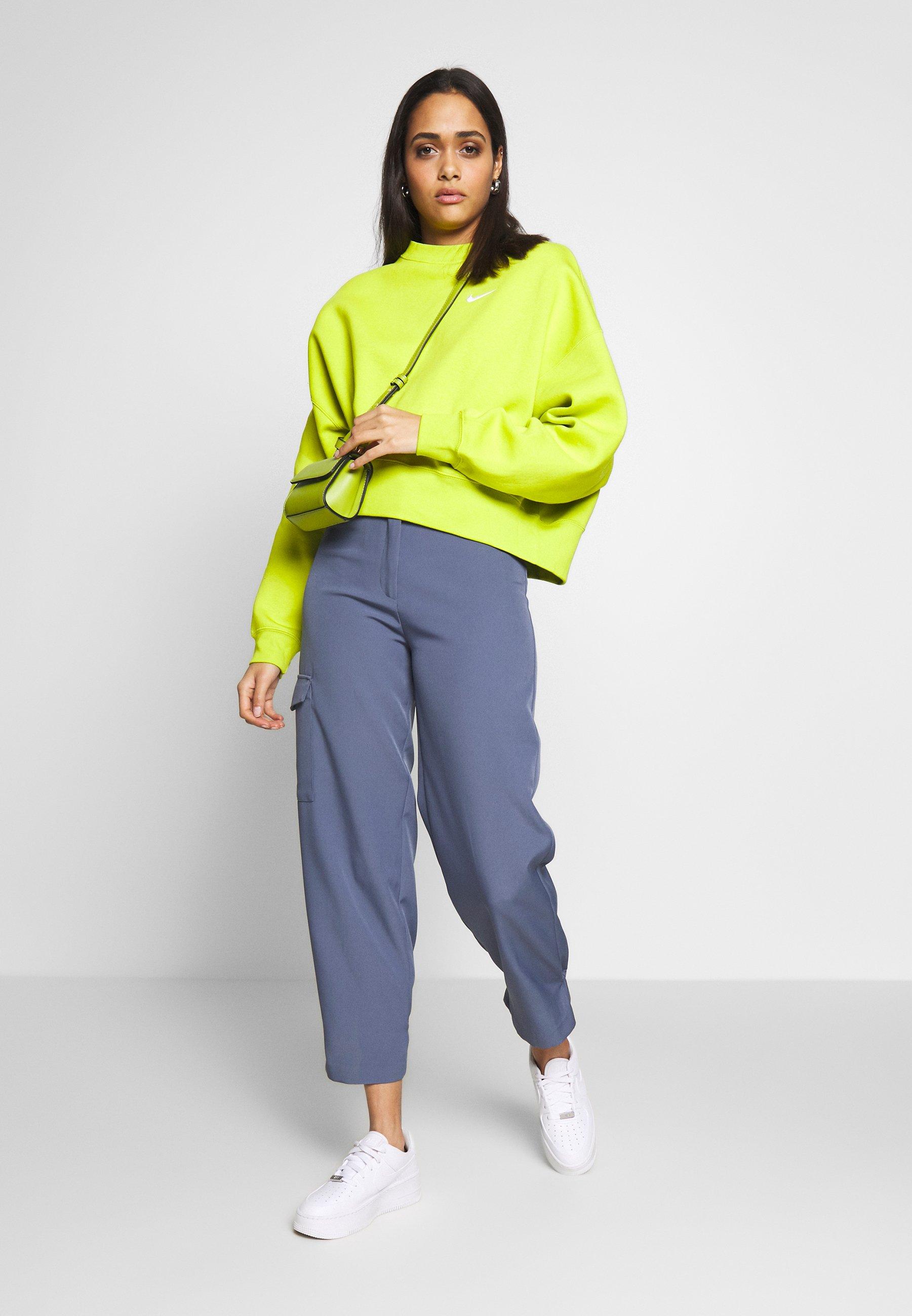 Nike Sportswear CREW TREND - Bluza - bright cactus