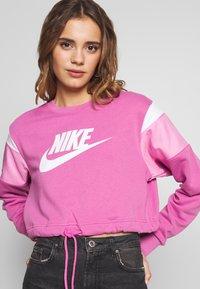 Nike Sportswear - CREW - Felpa - cosmic fuchsia/magic flamingo/white - 4
