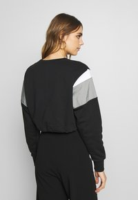 Nike Sportswear - CREW - Mikina - black/smoke grey/white - 2