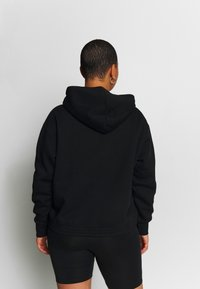 Nike Sportswear - PLUS SIZE ICON CLASH PATCHES FLEECE HOODIE - Hoodie - black - 2
