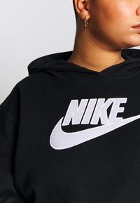 Nike Sportswear - PLUS SIZE ICON CLASH PATCHES FLEECE HOODIE - Hoodie - black - 5