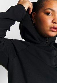 Nike Sportswear - CAPE PLUS - Collegetakki - black/white - 4