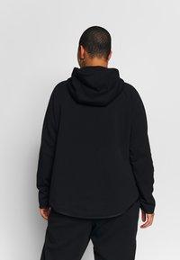 Nike Sportswear - CAPE PLUS - Collegetakki - black/white - 2