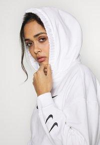 Nike Sportswear - HOODIE  - Bluza z kapturem - white/black - 3