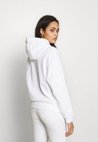 Nike Sportswear - HOODIE  - Bluza z kapturem - white/black - 2