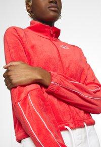 Nike Sportswear - RETRO - Zip-up hoodie - track red - 5
