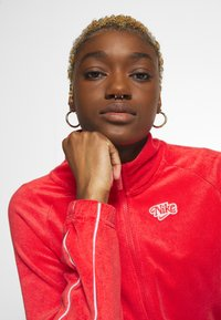 Nike Sportswear - RETRO - Zip-up hoodie - track red - 3