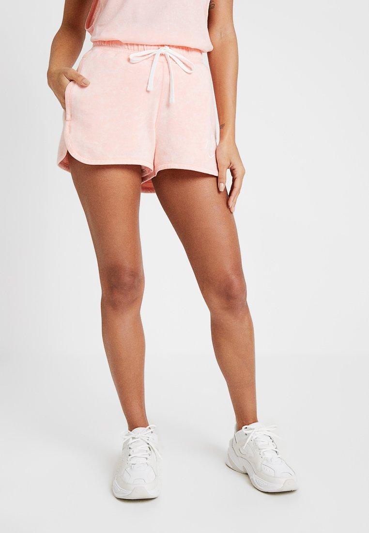 Nike Sportswear - Shorts - bleached coral/summit white