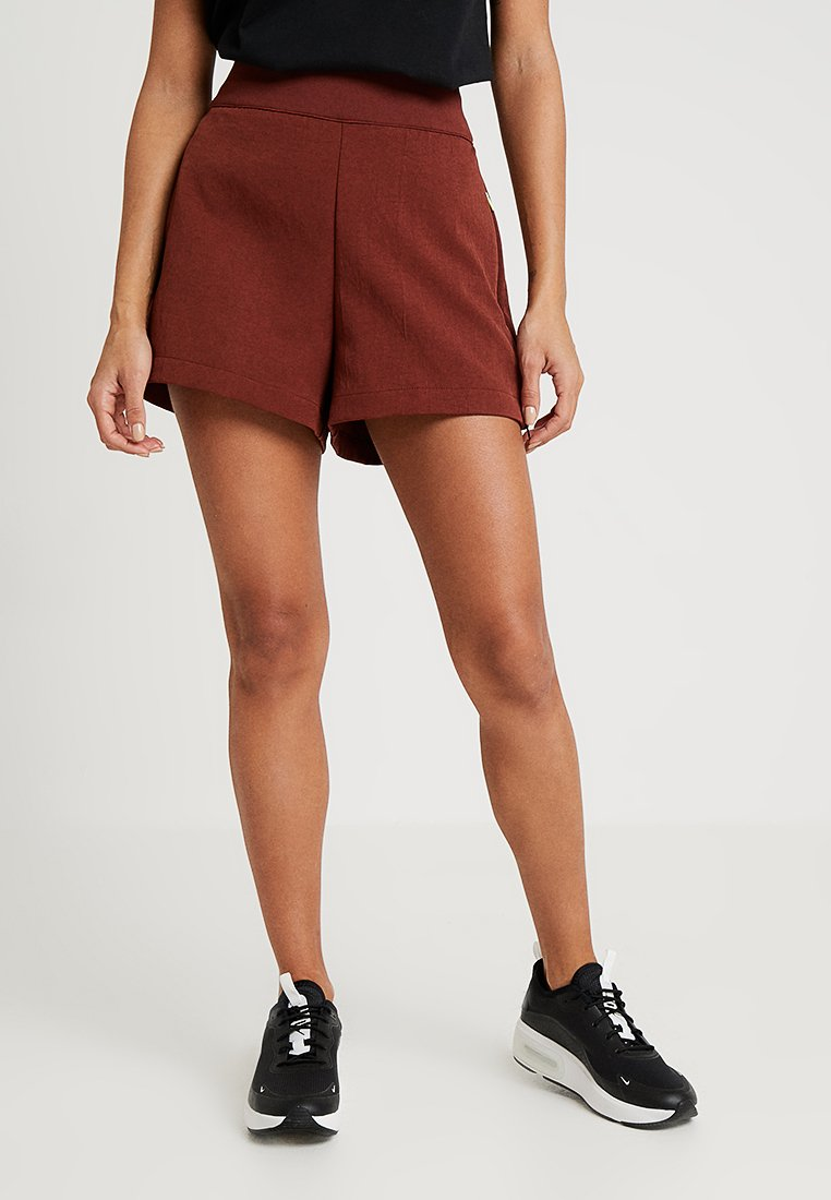 Nike Sportswear - Shorts - pueblo brown/black
