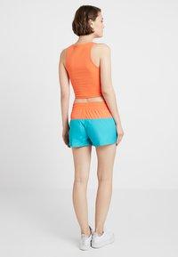 Nike Sportswear - HRTG - Shorts - cabana/turf orange/white - 2