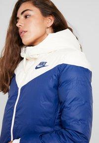 Nike Sportswear - Dunfrakker - pale ivory/blue void - 5