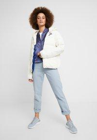Nike Sportswear - FILL - Lehká bunda - pale ivory/blue void - 1