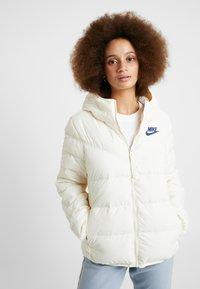 Nike Sportswear - FILL - Lehká bunda - pale ivory/blue void - 0