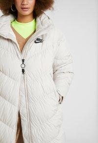 Nike Sportswear - FILL - Veste d'hiver - desert sand/pale ivory/black - 6