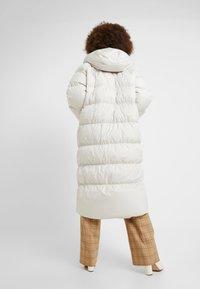 Nike Sportswear - FILL - Veste d'hiver - desert sand/pale ivory/black - 2