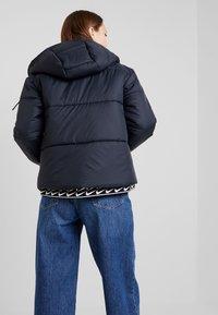 Nike Sportswear - FILL - Chaqueta de entretiempo - black/white - 2