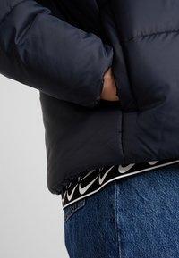 Nike Sportswear - FILL - Chaqueta de entretiempo - black/white - 4