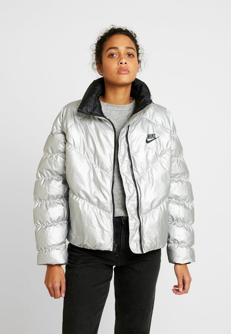 Nike Sportswear - FILL SHINE - Vinterjakke - metallic silver/black