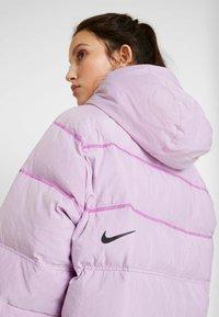 Nike Sportswear - Kabát zprachového peří - vivid purple - 4