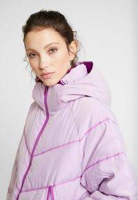 Nike Sportswear - Kabát zprachového peří - vivid purple - 5