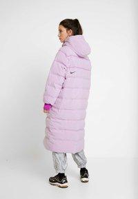 Nike Sportswear - Kabát zprachového peří - vivid purple - 2