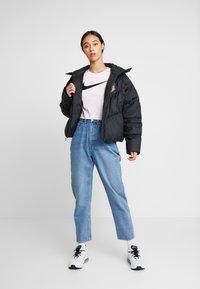 Nike Sportswear - FILL SHINE - Dunjacka - black/gold - 1