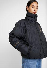 Nike Sportswear - FILL SHINE - Dunjacka - black/gold - 3