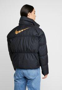 Nike Sportswear - FILL SHINE - Dunjacka - black/gold - 2