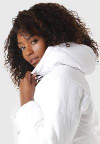 Nike Sportswear - REGULAR FIT - Winterjas - white - 2